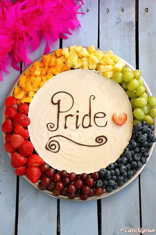Pride uppskriftin 2016 (óbökuð kaka með salthnetu- og döðlubotni)